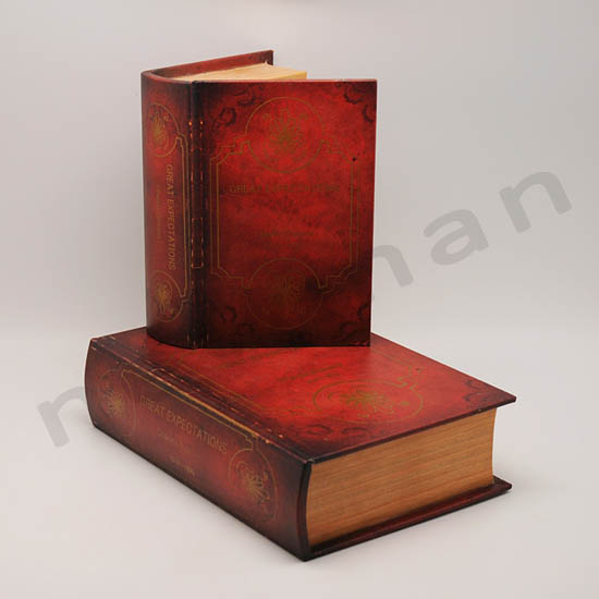 210508 book boxes set2 great expectations 20x27x8