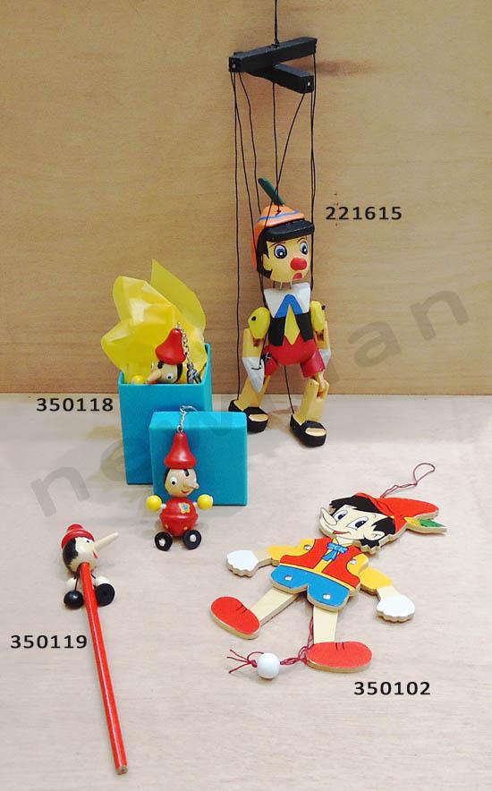 DSC00468 pinokio marioneta 30cm 221615 marioneta 19cm 350102  molyvi 350119 mprelok 350118 koyti 070255 k xarti afis 110080 copy coded