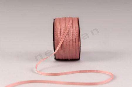 021 Ροζ σκούρο