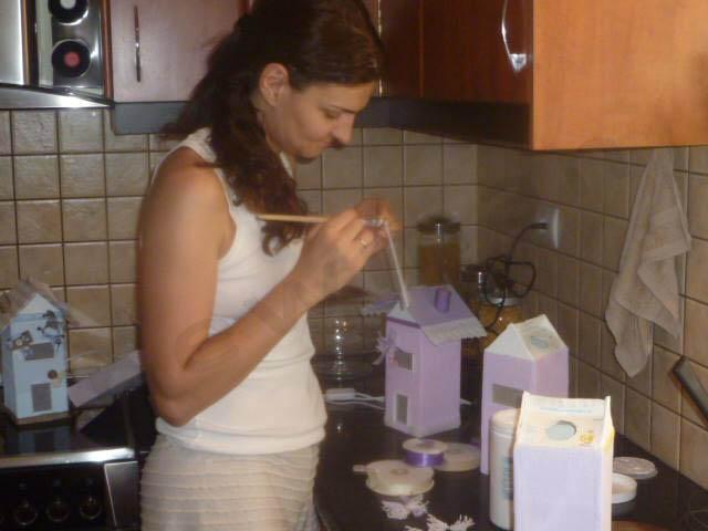 Η Σουζάνα Μεταξά φτιάχνει παιδικά φωτιστικά σπιτάκια!