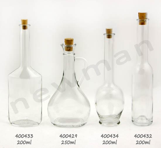 Μπουκάλι με χέρι και μπουκάλια λικέρ