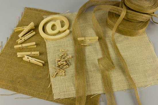 Μαντήλια και κορδέλες λινάτσας, μανταλάκια και ξύλινο -παπάκι-