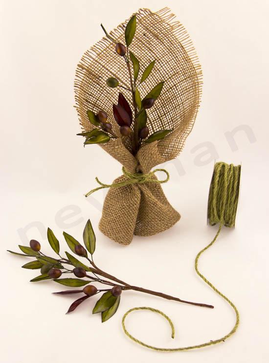 Στολισμός με ελιά και φυσικά οικολογικά υλικά