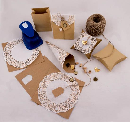 Προτάσεις για λευκή δαντέλα σε χάρτινα κραφτ χωνάκια και κουτάκια