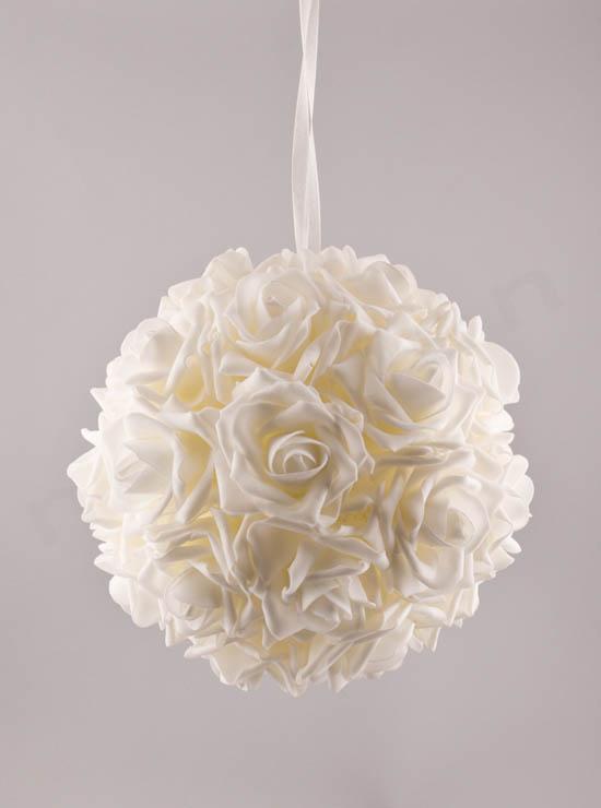 Μπάλα με λευκά τριαντάφυλλα