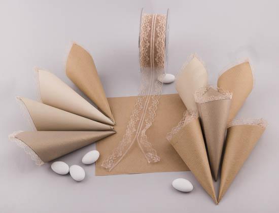 DIY χάρτινα χωνάκια με δαντέλα