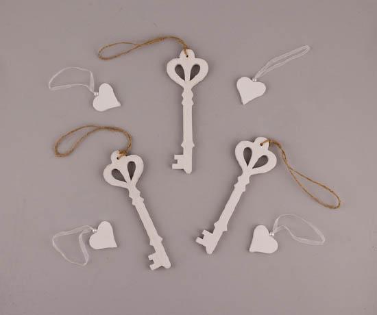 Λευκά ξύλινα κλειδιά & καρδιές