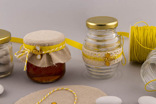 Μπομπονιέρες με μέλι και μελισσάκι