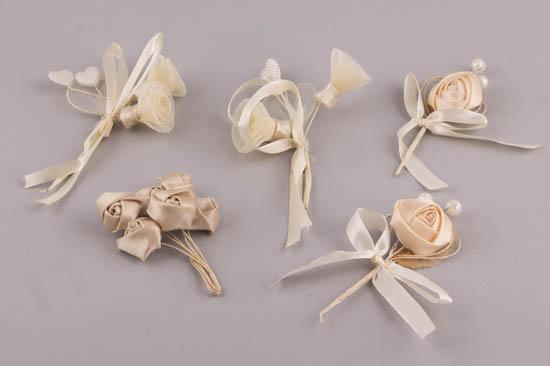 Μπουτονιέρα υφασμάτινα λουλούδια