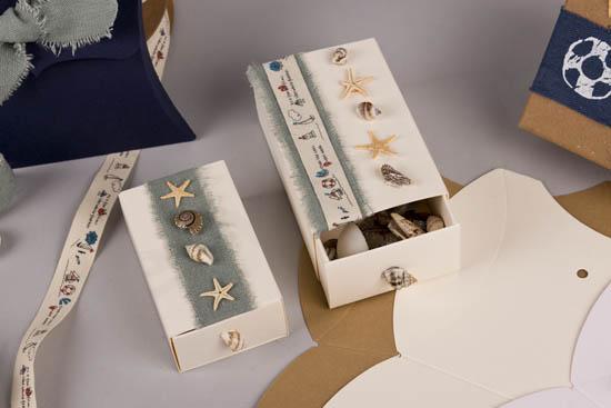 Θαλασσινά διακοσμητικά φυσικά κοχύλια, αστερίες και κορδέλες ναυτικές
