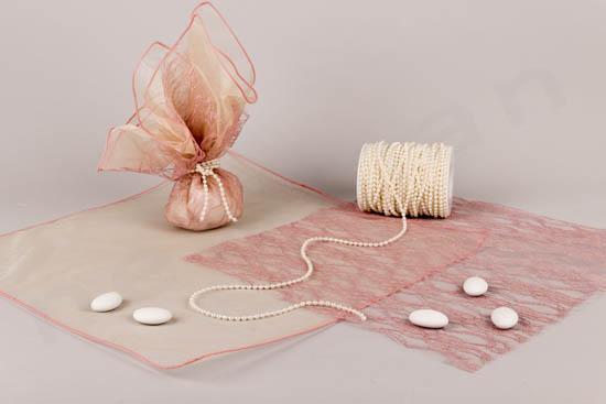 Ροζ vintage ρομαντική μπομπονιέρα με μετάξι και δαντέλα