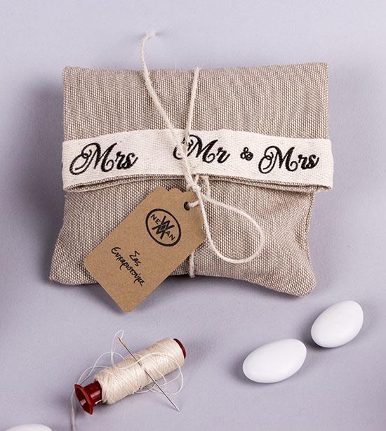Πουγκί λινό με κορδέλα Mr&Mrs ραμμένη με πυκνό τρύπωμα