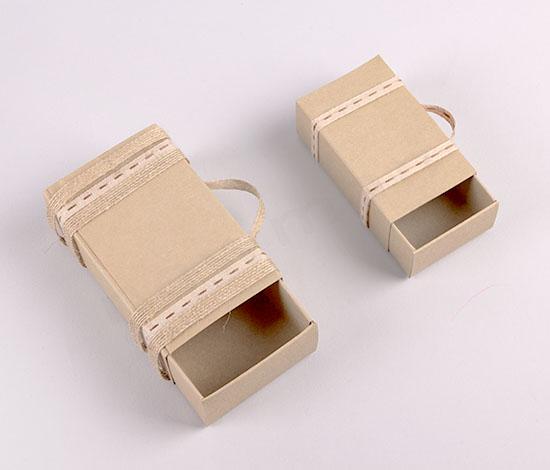 DIY χάρτινα κουτιά-βαλιτσάκια