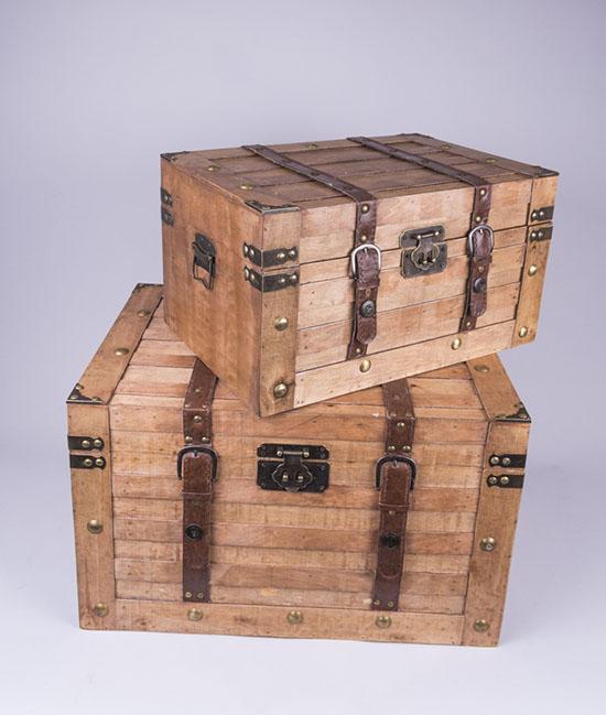 Δύο μεγέθη ξύλινα μπαούλα