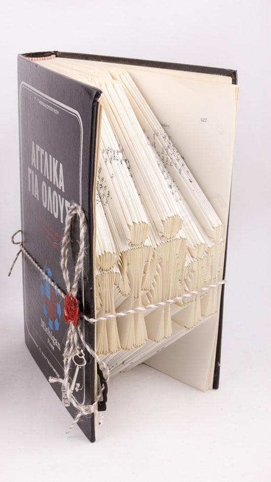Χειροποίητο διακοσμητικό βιβλίο με σχέδιο Οικογένεια στις σελίδες του