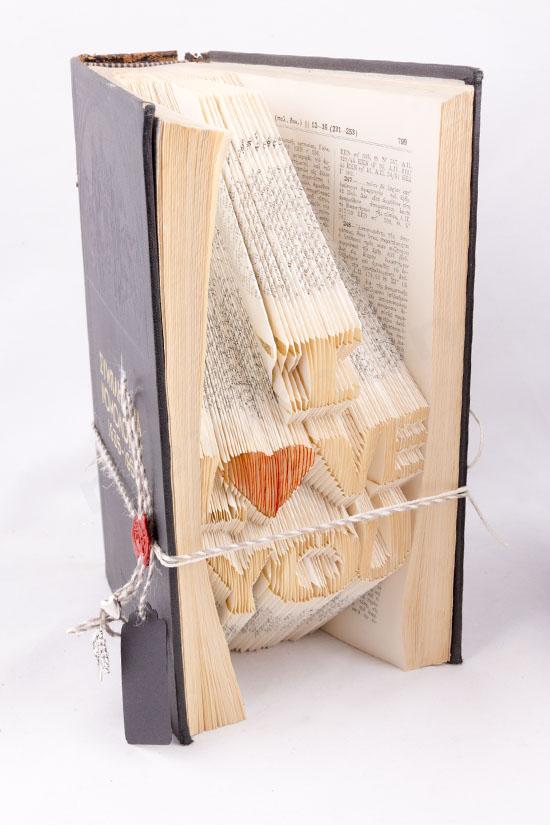 Χειροποίητο διακοσμητικό βιβλίο με σχέδιο I LOVE YOU στις σελίδες του