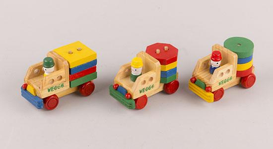 250333 Παιχνιδάκια φορτηγά με κύβους σχήματα