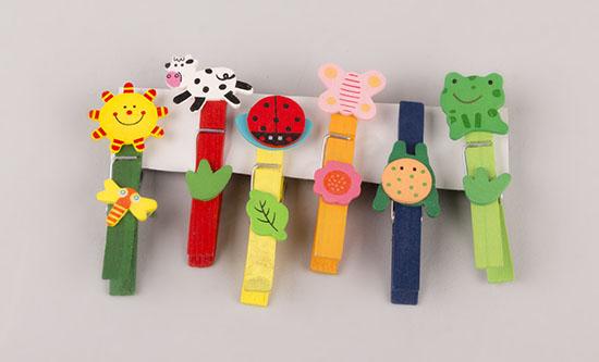 Πολύχρωμα μανταλάκια με παιδικά σχέδια