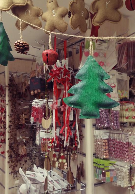 Χριστουγεννιάτικες γιρλάντες & στολίδια