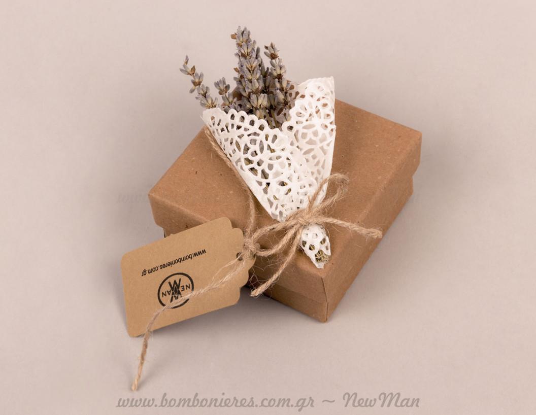 Κουτί οικολογικό με μπουκετάκι αποξηραμένης λεβάντας