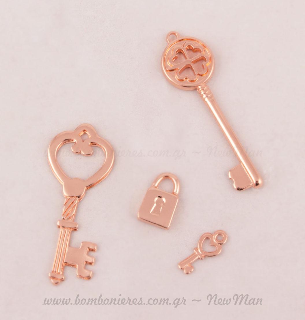 Κλειδιά ροζ-χρυσό σε vintage σχέδια