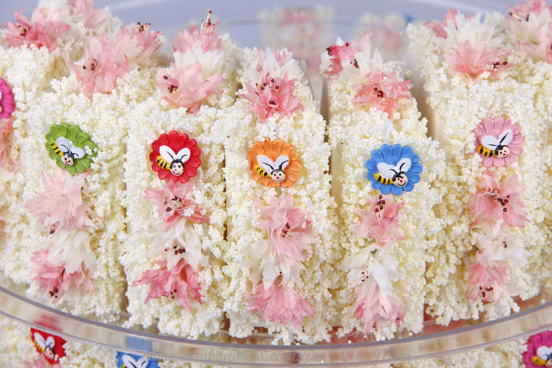 Τούρτα μπομπονιέρα με λουλούδια & μελισσάκια