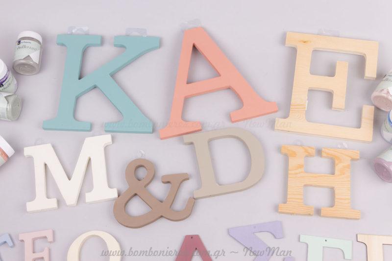 Γράμματα ελληνικά και αγγλικά με μπογιές κιμωλίας