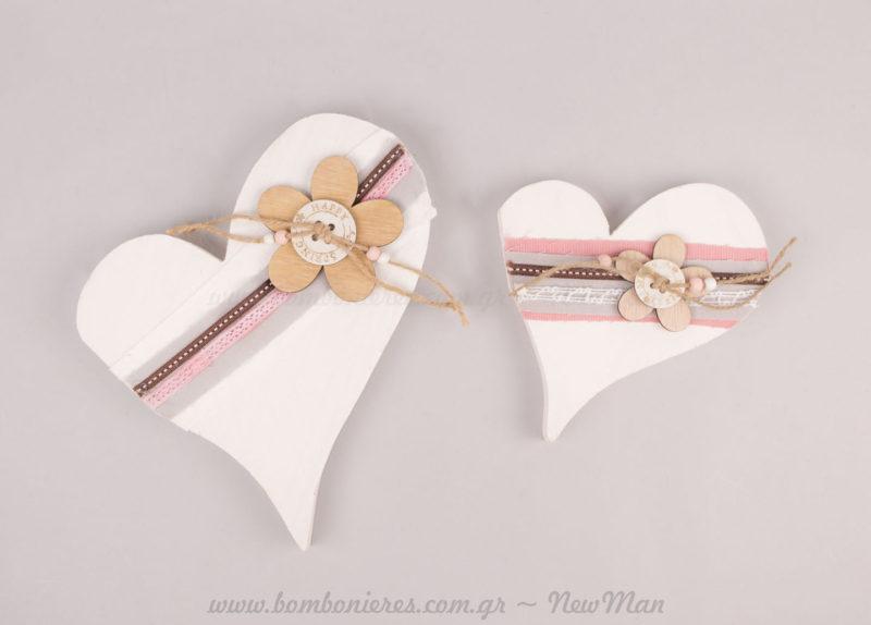 Ξύλινες διακοσμητικές καρδιές λευκές με κορδέλες