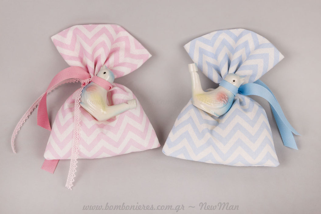 Ροζ & Σιελ μπομπονιέρες με πουλάκι σφυρίχτρα
