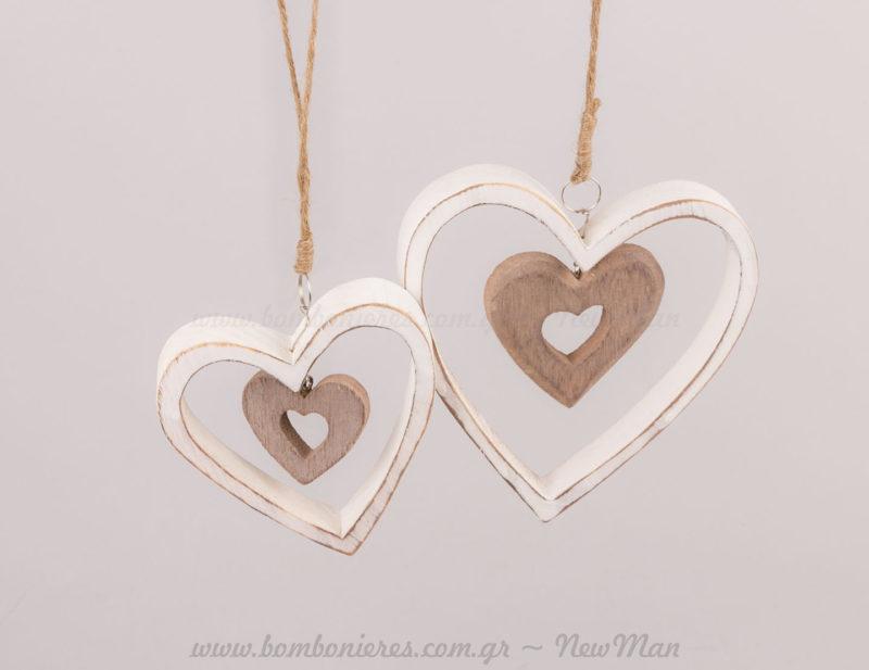 Δύο μεγέθη κρεμαστές καρδιές ξύλινες