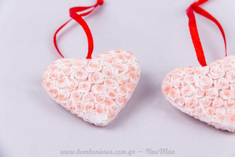Καρδιά κρεμαστή με τριαντάφυλλα ανάγλυφα ροζ!