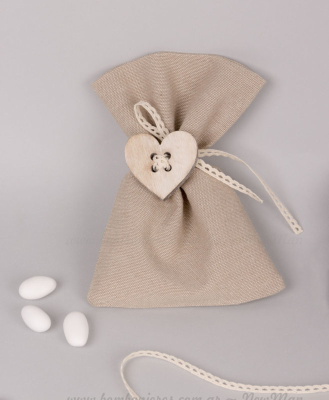 Μπομπονιέρα σε πουγκί με κουμπί καρδιά