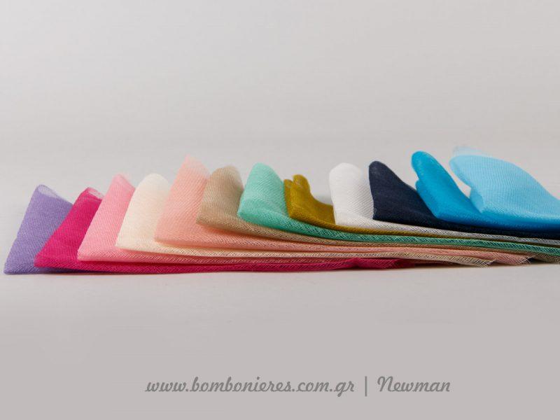 Κομμένη γάζα σε πολλά χρώματα έτοιμη για μπομπονιέρες