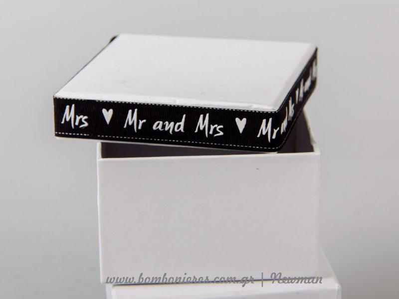 Ασπρόμαυρες Μπομπονιέρες σε χάρτινο κουτί ή σε δοκιμαστικό σωλήνα