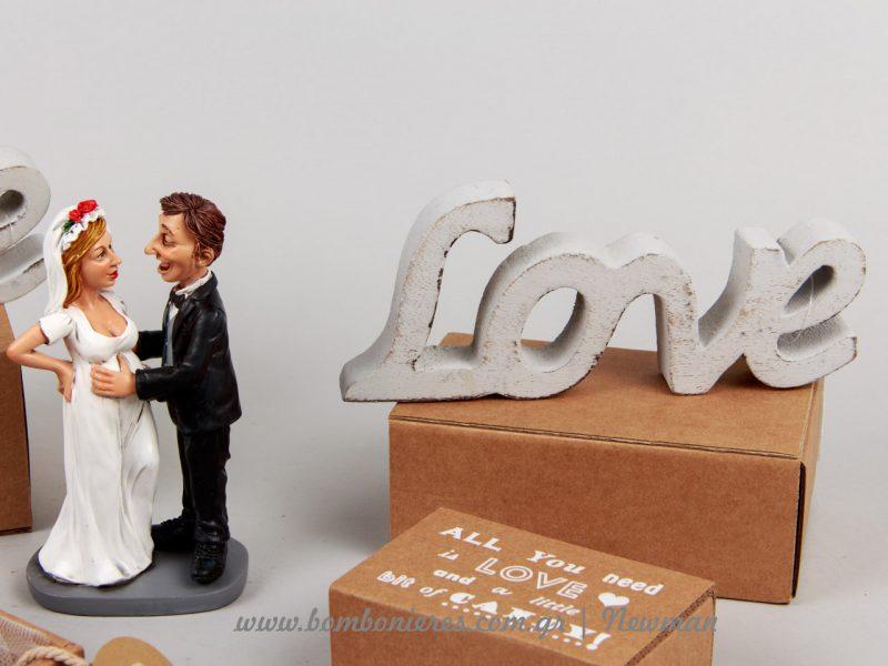 Μπομπονιέρα γάμου σπιρτόκουτο και cake topper με έγκυο νύφη mpomponiera spirtokouto ektiposi sfragida etiketa