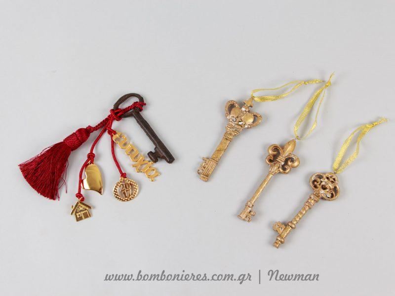 Χρυσά κλειδιά κρεμαστά στολίδια που γίνονται γούρια