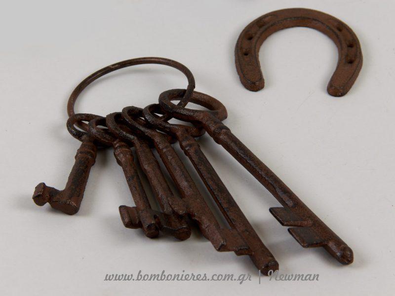 Σετ με κλειδιά σε ίδια γραμμή και πέταλο