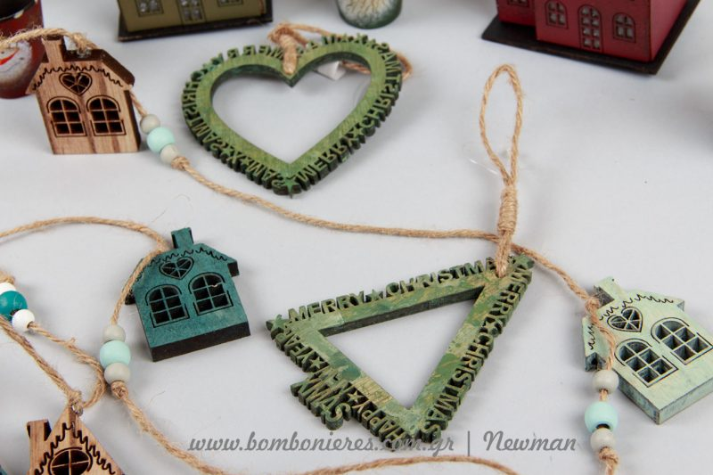 Ξύλινα κρεμαστά σε σχήμα καρδιά και δεντράκι