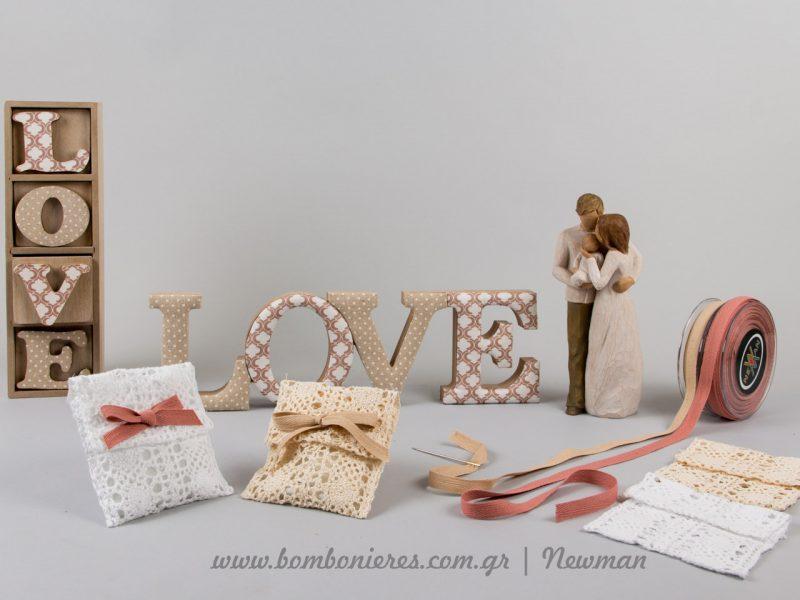 Love is all we need και δαντελένιες μπομπονιέρες