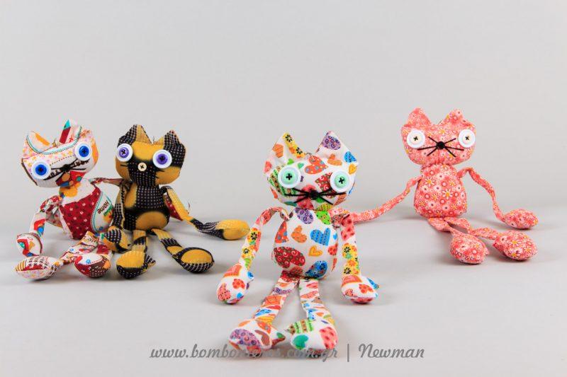 Μπρελόκ γατούλες από ύφασμα mprelok gatakia floral ifasma κουμπιά μάτια