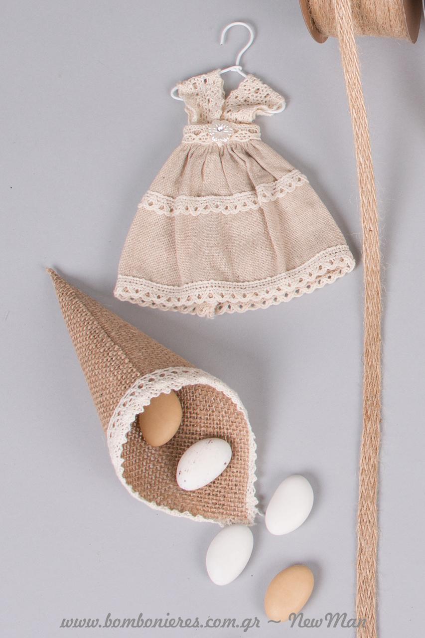 Φορεματάκι και χωνάκι από λινάτσα και δαντέλα. Τα χωνάκια διατίθενται σε συσκευασία των δέκα.