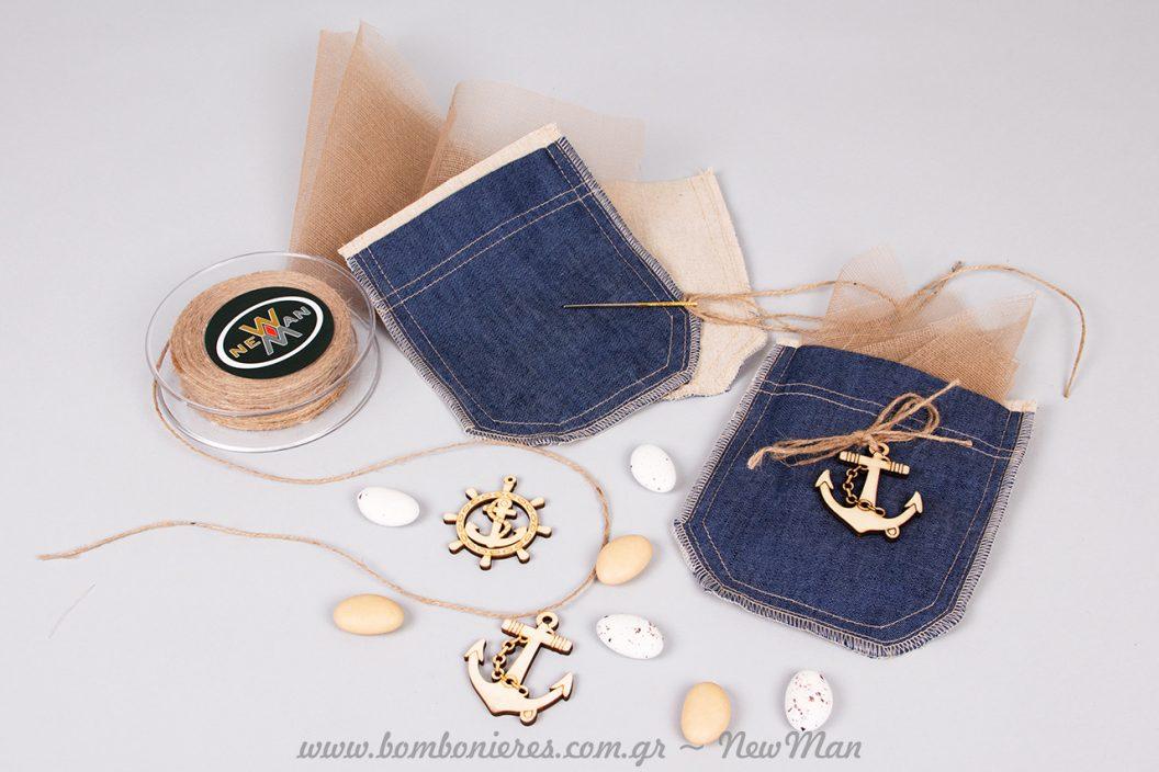 Μπομπονιέρα ναυτική τσέπη και ξύλινα θαλασσινά διακοσμητικά (τιμόνι και άγκυρα).