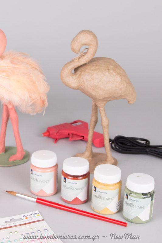 Φλαμίνγκο (papier mache), chalk paint σε διάφορες αποχρώσεις, πινέλο και πιστόλι σιλικόνης μικρό.