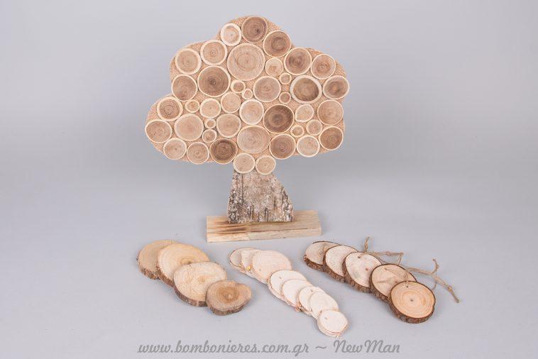 Ξύλινο δέντρο ευχών και μικρές φέτες ξύλου για το τραπέζι ευχών