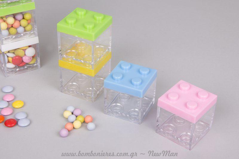 Πλαστικοί κύβοι τύπου Lego σε διάφορα καλοκαιρινά χρώματα και πολύχρωμα κουφέτα.