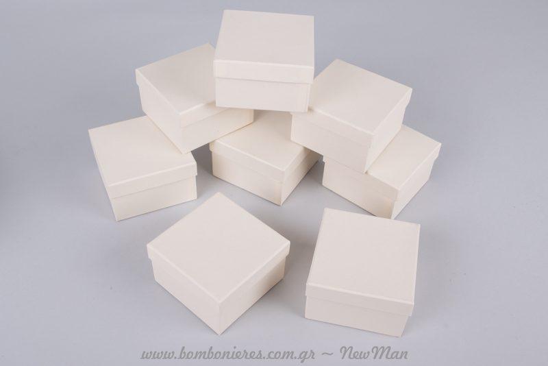 Χάρτινο κουτί σε εκρού απόχρωση (7,5 x 7,5 x 4,5εκ.)