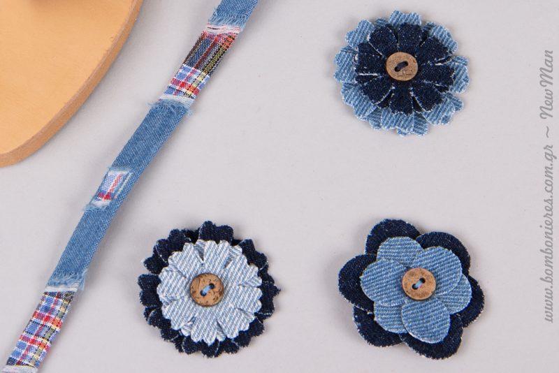 Υφασμάτινα τζιν λουλούδια με κουμπί σε διάφορες παραλλαγές και κορδόνι πλακέ πολύχρωμο.