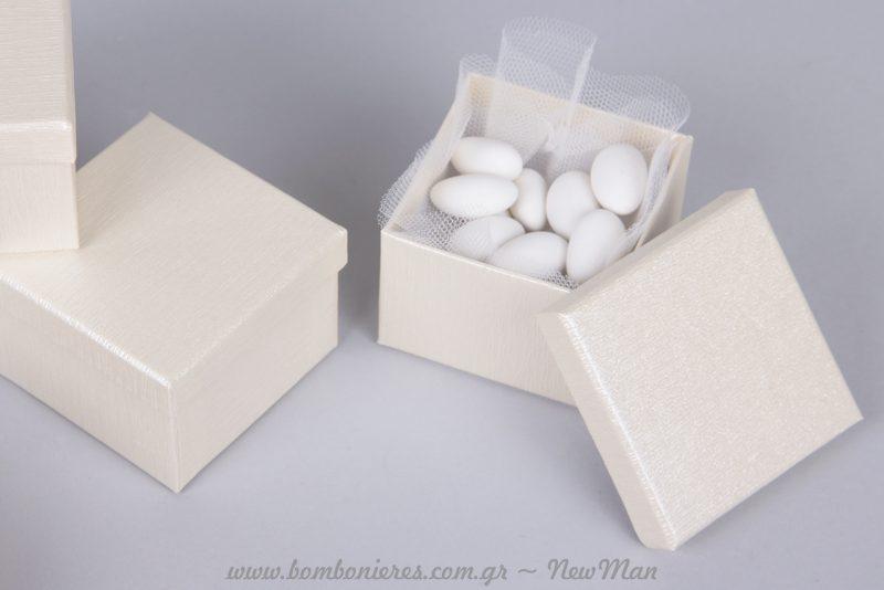 Τυλίξτε τα κουφέτα σε τούλι για προστασία και κομψότερη εμφάνιση.