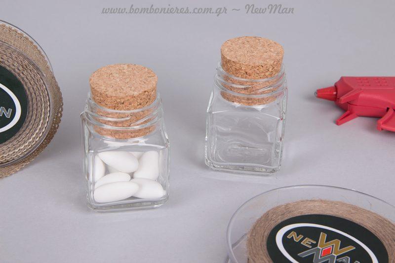Γυάλινο βαζάκι Quadro με φελλό (106 ml) διατίθεται σε συσκευασία των έξι τεμαχίων.