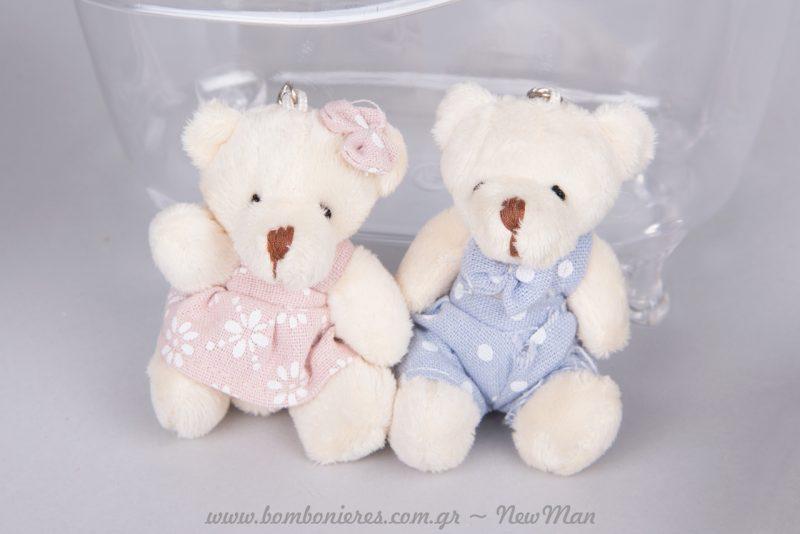 Λούτρινο αρκουδάκι μπρελόκ σε ροζ ή σιέλ αναλόγως το φύλο του μωρού.